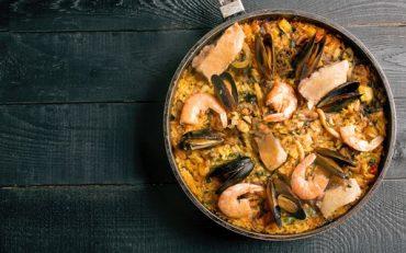 Arroz de fruto do mar: entenda como surgiu esse prato